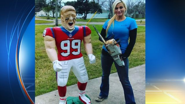 "KPRC 2 Houston on Twitter: ""Della carved this mini @JJWatt with a chainsaw. Give her some props and RETWEET! https://t.co/H0eDA31itS #KPRC2 https://t.co/jI6aQ4acFP"""