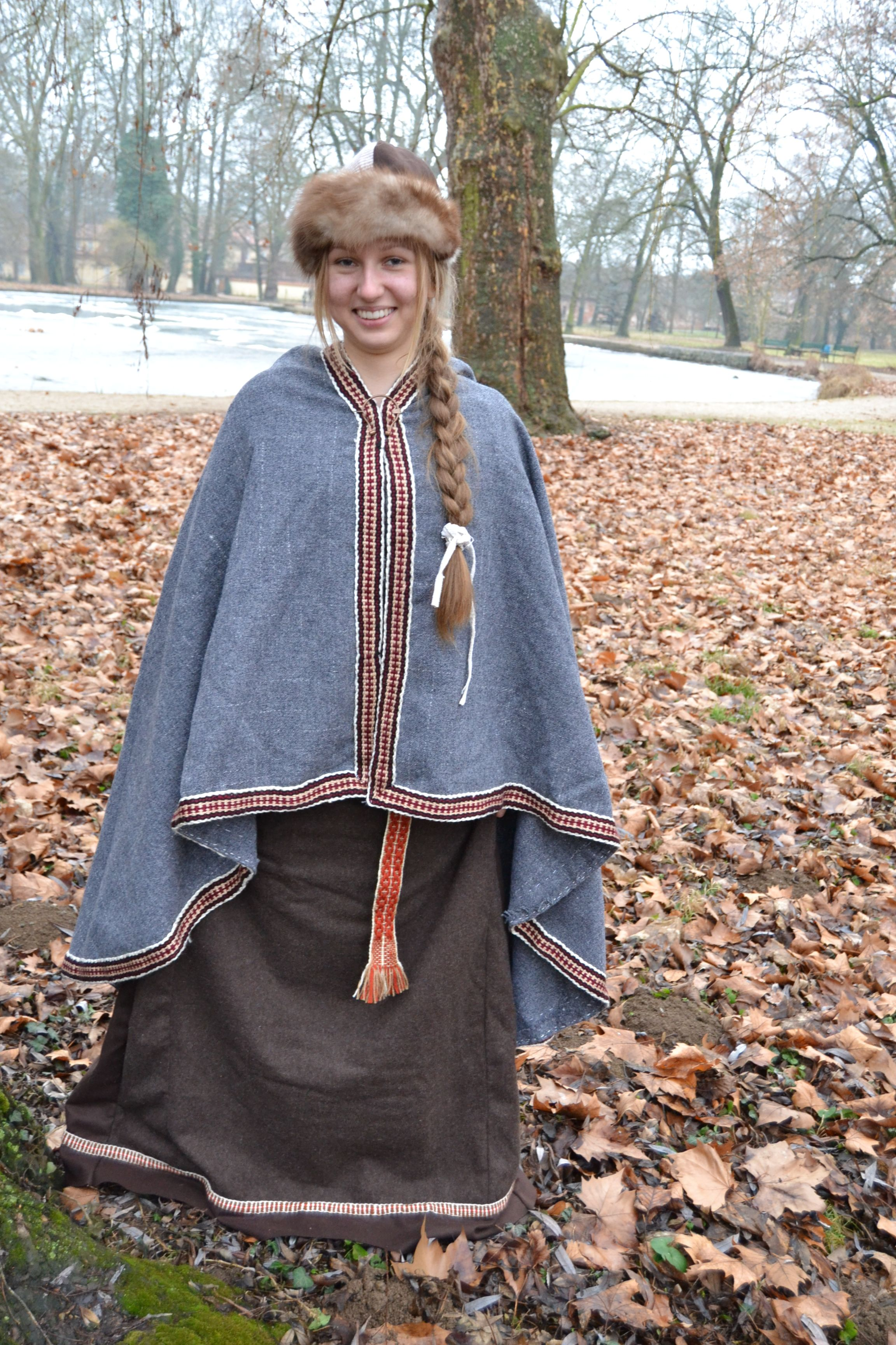 Early Medieval Cloak 10 12 Century Early Medieval Viking Clothing Viking Clothing Medieval Costume Medieval Cloak