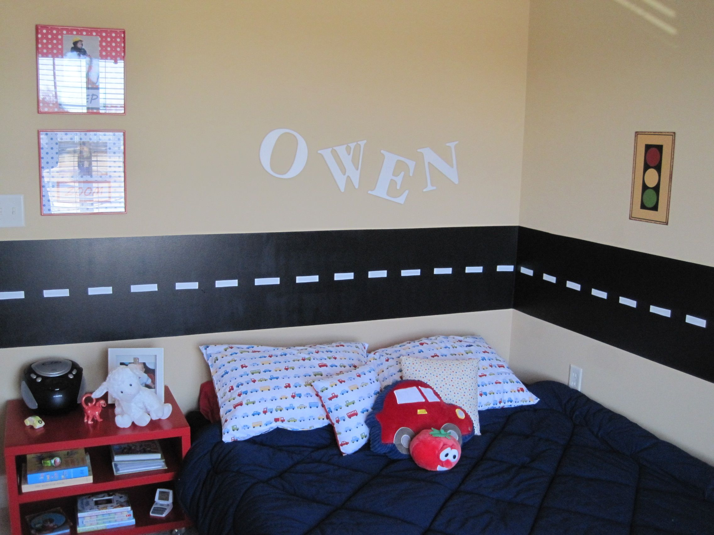 love the road down the center of the room might be something fun for kyvins - Childrens Bedroom Wall Ideas