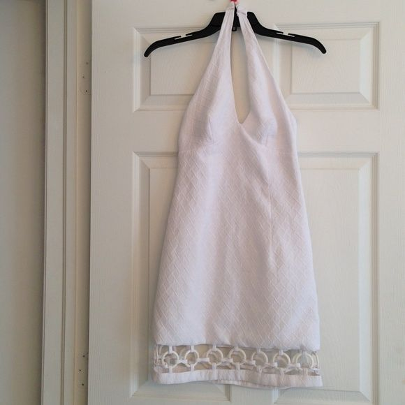 SALE❤LAUNDRY SHELLI SEGAL white embellished dress Fabulous white halter dress in a thick textured piqué fabric.. a gorgeous cut-out hemline with white resin circles all around.. Beautiful!! In Excellent condition. Laundry by Shelli Segal Dresses
