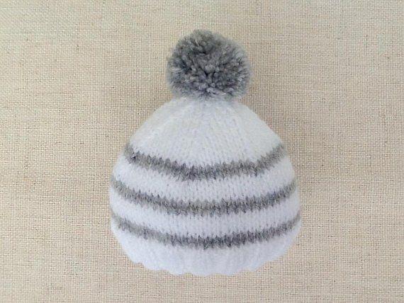 Baby knit Bobble hat, striped white gray      Cadeaux de Créateurs ... f8dfeb00c2e
