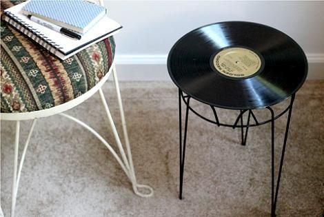 #decoración #reciclar Mesa auxiliar hecha con vinilo