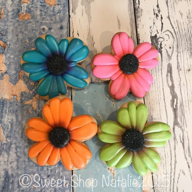 Gerber daisy cookies for my 1k giveaway winner. I finally used my wonky cookie cutter from @whiskedawaycutters it is awesome! Thanks to @sugardayne for giving it to me. Cookie friends rock. #customsugarcookies #sweetshopnatalie #gerberdaisy #daisy #flower #royalglaze #airbrush #sweetshopnataliegiveaway