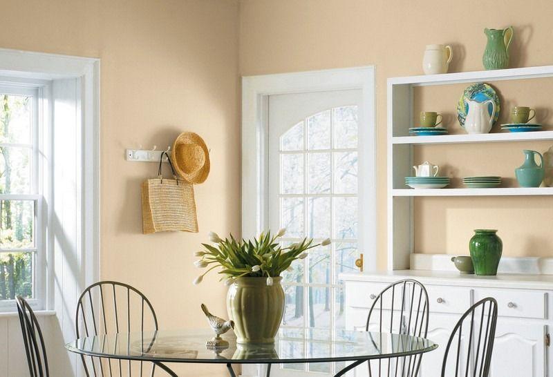 Hell gelbe Farbe und weiße Türrahmen im Esszimmer | Umzug ...