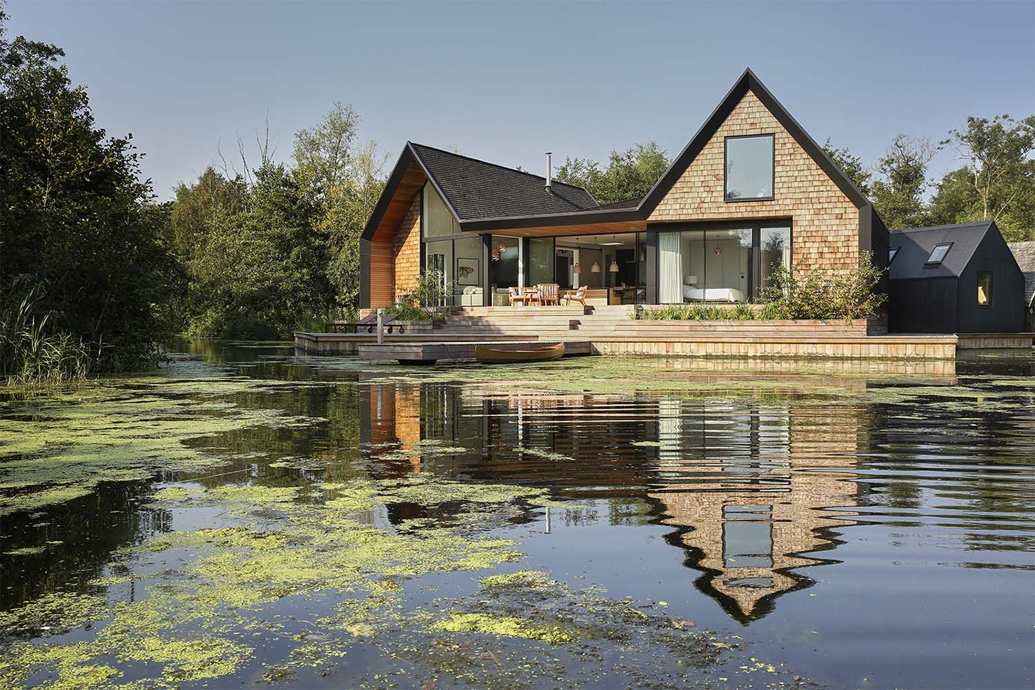 Offthegrid English home nestled on a secluded lagoon