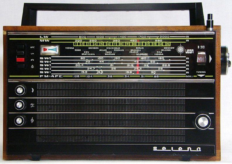 Vega B 212 Transistor Radio Vintage Vintage Radio Shortwave Radio