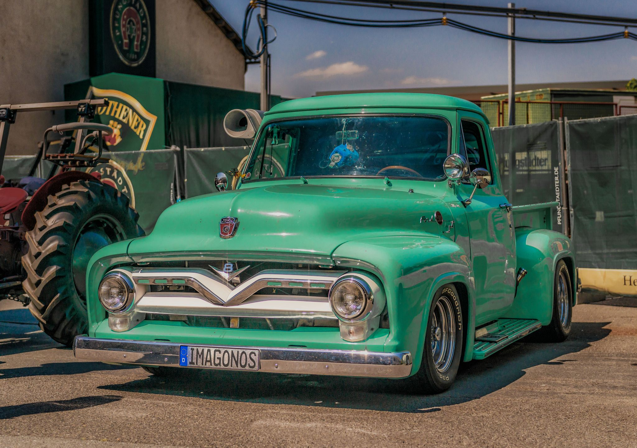 Ford Modell F 1953 1956 With Images Classic Pickup Trucks Classic Trucks Old Ford Trucks