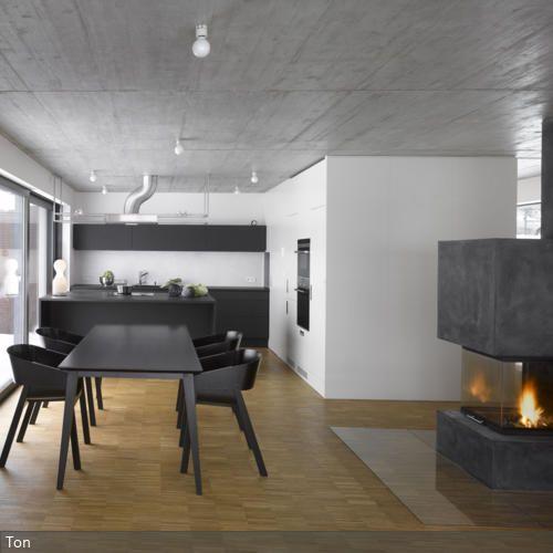 mit streifen eine hohe wand betonen mein haus pinterest k chenzeilen tresen und dunkelgrau. Black Bedroom Furniture Sets. Home Design Ideas