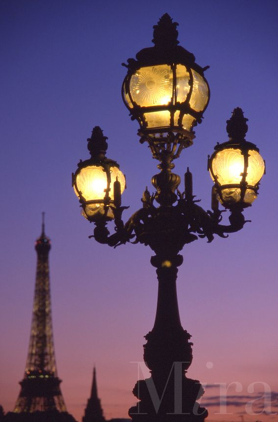Street Lamps of Paris | france paris street lights at dusk
