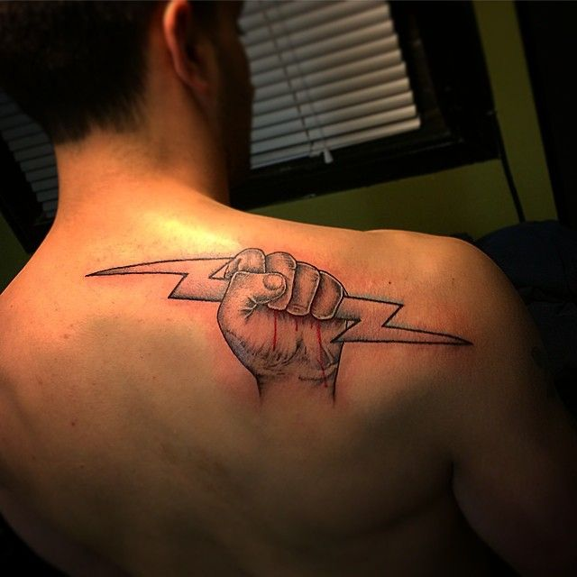 Electrician 39 s symbol revolvertattoo austincpratttattoo for Electrical tattoos ideas