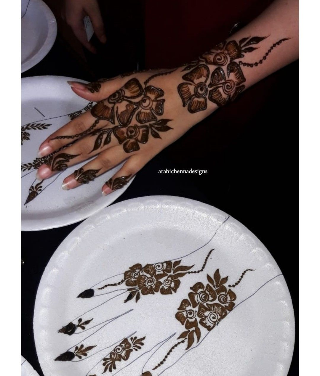 Hello there get your henna done with me I'm a professional