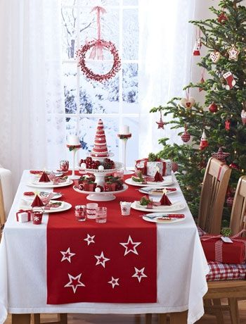 Classic Christmas table setting ideas | would be pretty with white and blue too. & Classic Christmas table setting ideas | would be pretty with white ...