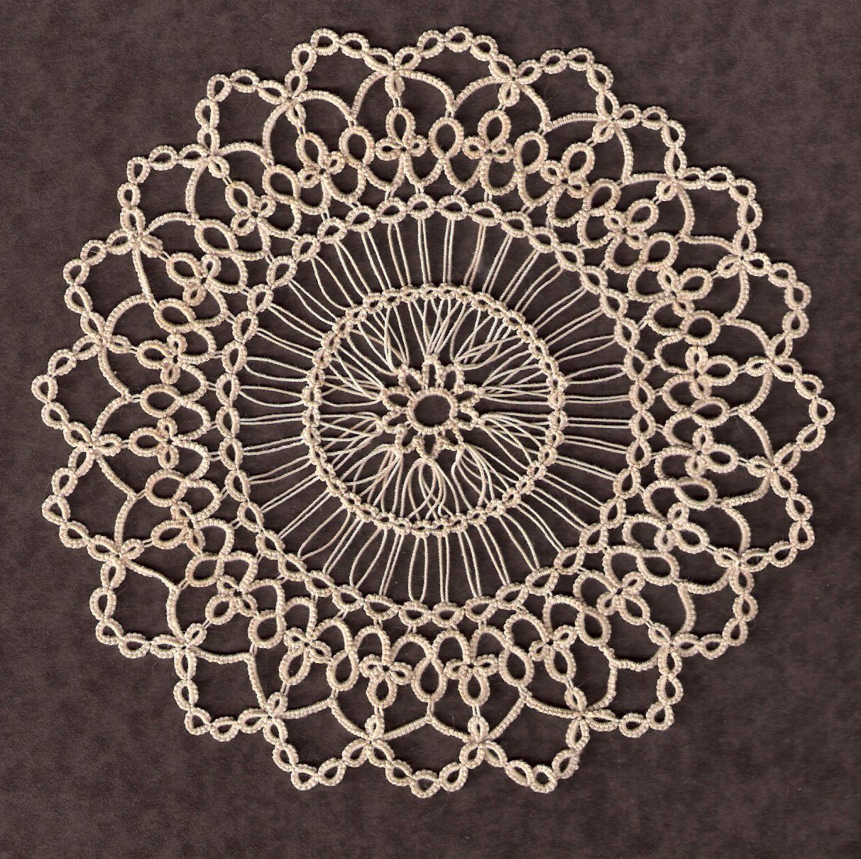 Mary Maynard's Small Doily in Tatting AND Hairpin Lace Totally Tatted ... with free pattern & 2 more tatting-only versions !