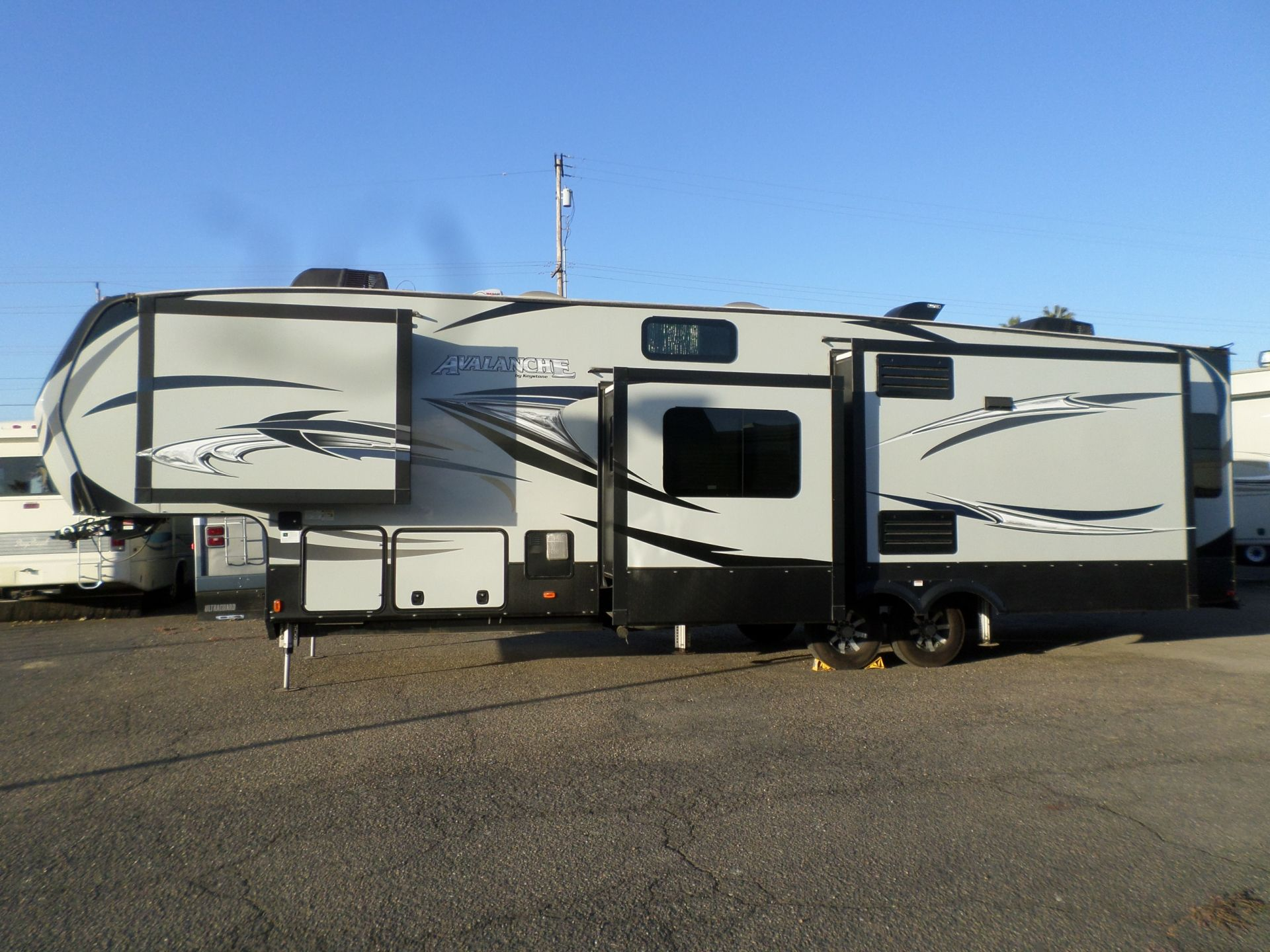 Rv For Sale 2017 Keystone Avalanche 5th Wheel 39 In Lodi Stockton Ca 5th Wheels For Sale Rv For Sale 5th Wheels