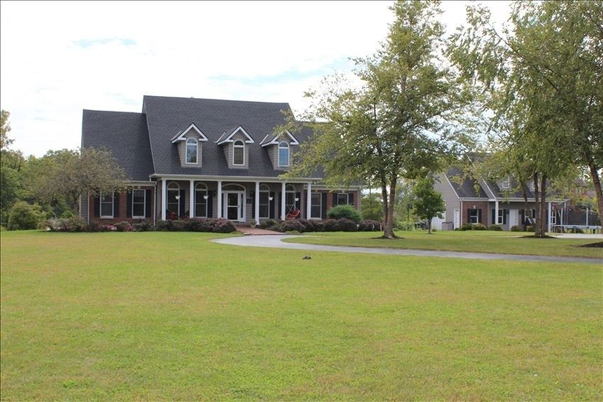 Vacation Rental Vrbo 378645 6 Br Oh House Gorgeous 5 Acre Country Setting Large Pool Near Plain City Vacation Vacation Rental Vacation Home