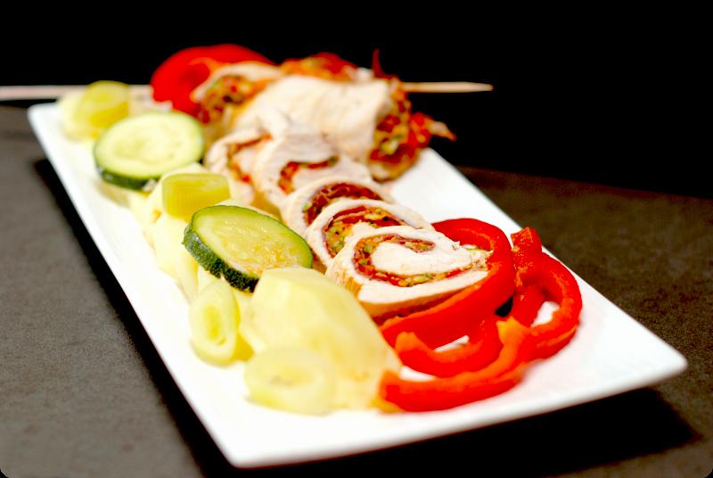 Pechugas de pollo rellenas de jamón, verduras y patatas | Velocidad Cuchara