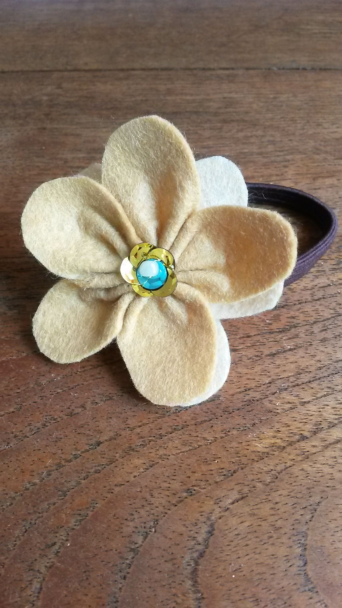 flor fieltro broche coletero