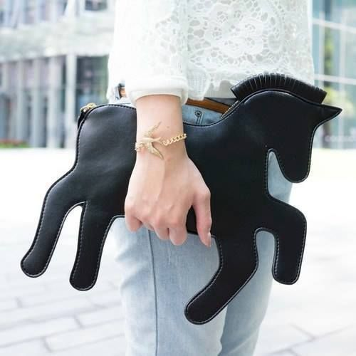 A horse-shaped clutch bag! So amazing!  ed8678a939920
