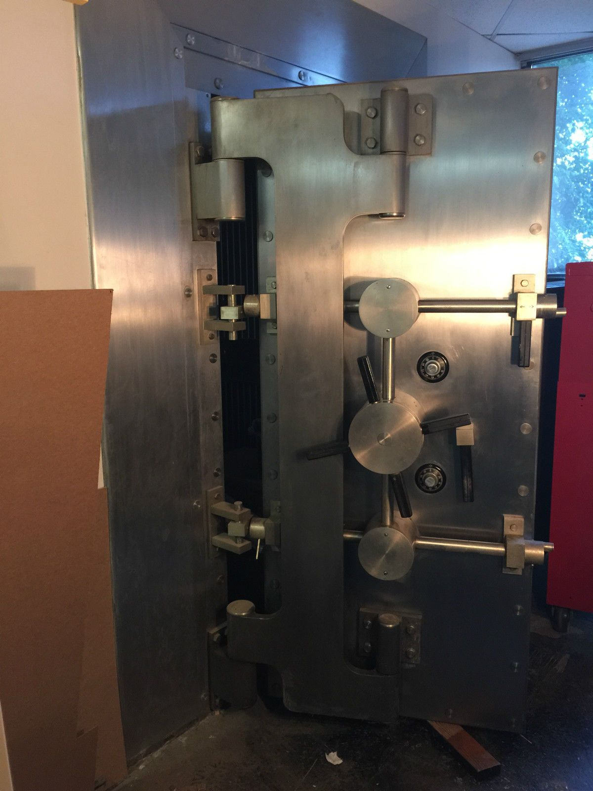 Ahern safe bank vault door built by bold free freight