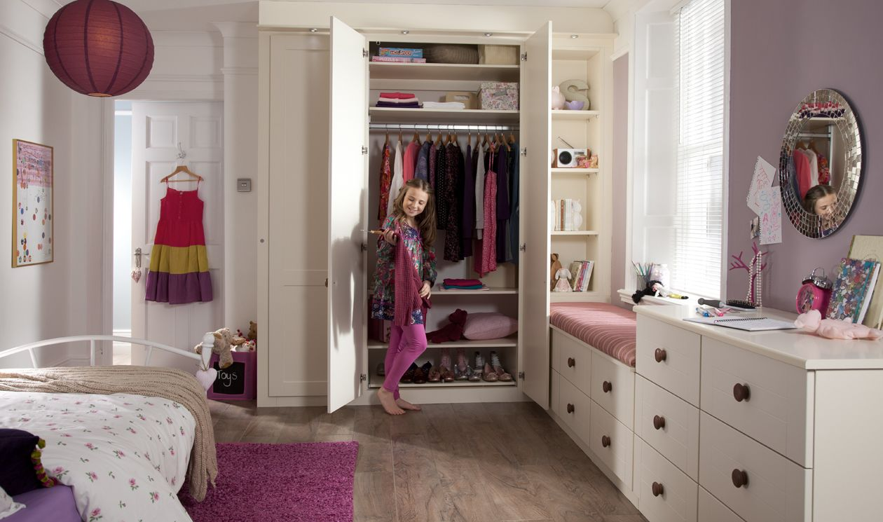 Fitted Wardrobes Adapted For An Older Child By Adjusting
