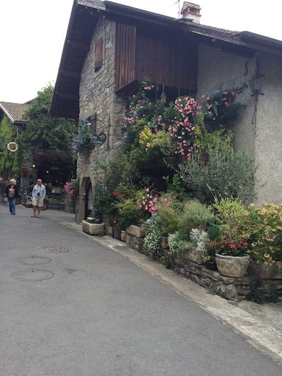 """Résultat de recherche d'images pour """"villages fleuris en mai pinterest"""""""