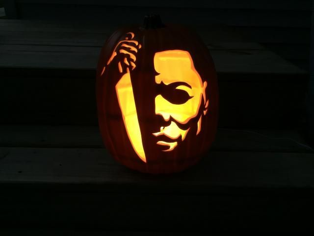 Halloween Michael Myers Pumpkin 2020 It rained most of the day so I'm back at the sculpture pump / #day