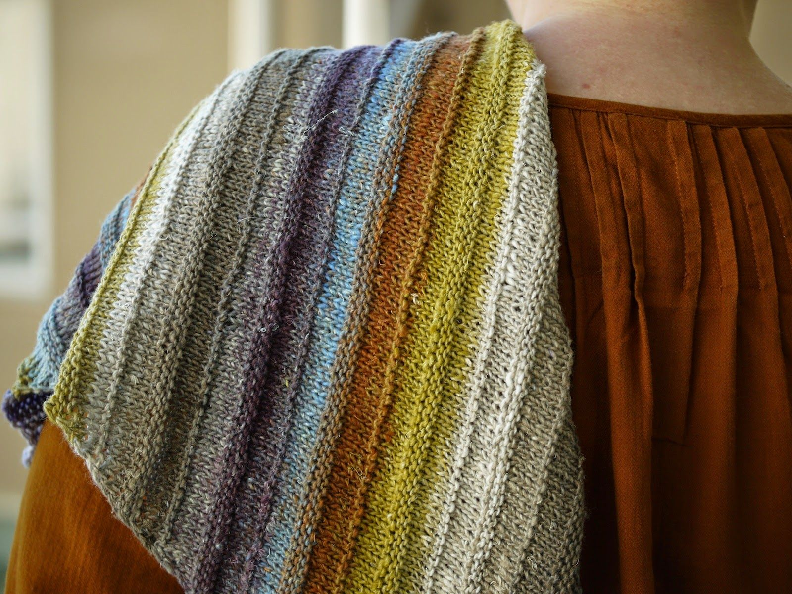A gorgeous striped knit scarf with a link to the paid Ravelry pattern.  Pehmeitä paketteja: Kesähuivi