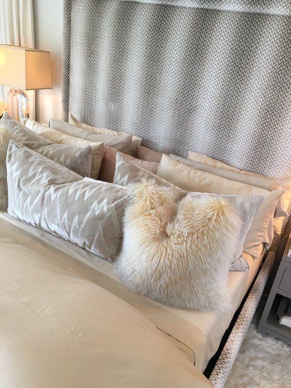 Best Kourtney Kardashian On Living Room Decor Pillows Home 400 x 300