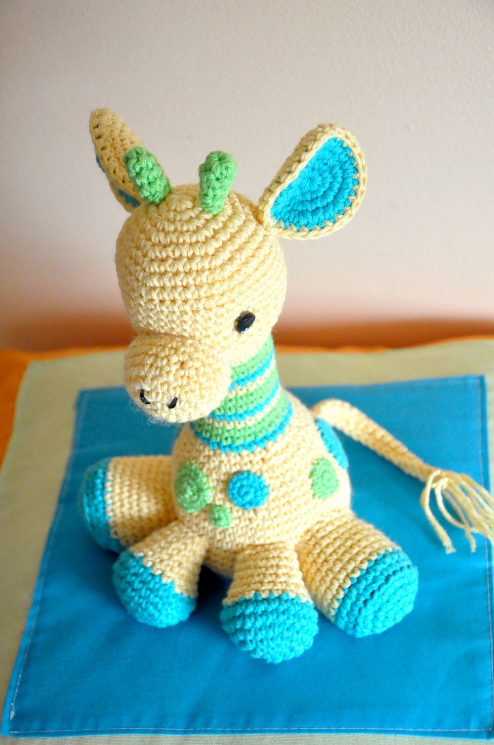 Esta hermosa jirafa bebé es un patrón de la diseñadora Courtney ...
