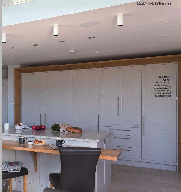 Ciekawa Ramka Wokol Mebli Moze Byc Dobym Uzupelnieniem Do Mebli Gdyby Byly Niewymiarowe Plaski Sufit Z Wpuszczanymi Opra Kitchen Cabinets Kitchen Home Decor