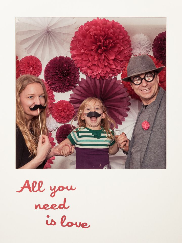 Pom Pom Manufaktur photobooth with pompom and pomettes backdrop designed by pompom