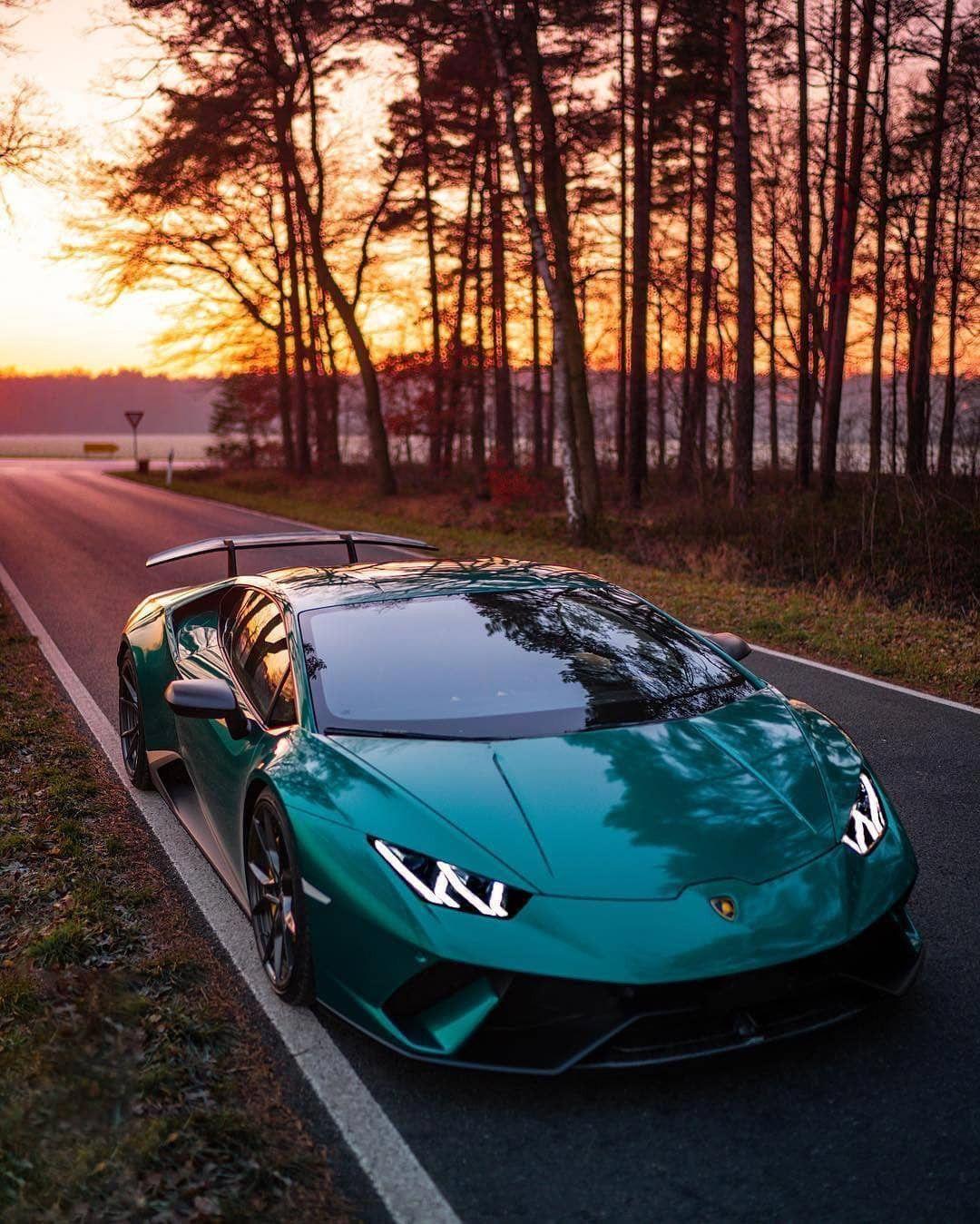 Green Colored Lamborghini Lamborghiniaventador Autos Lujosos Autos Deportivos De Lujo Coches Deportivos De Lujo