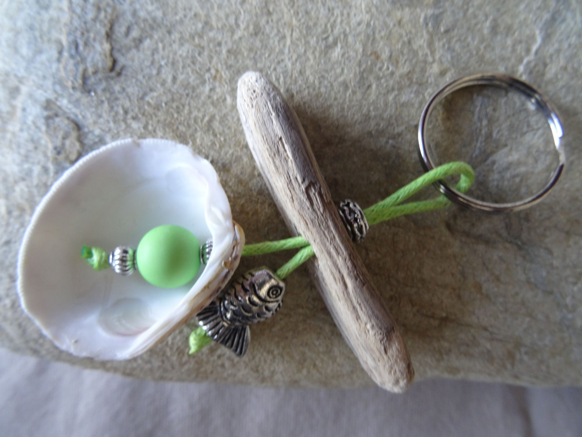 Porte clés et/ou bijou de sac bois flotté vert | Bijoux de sac ...