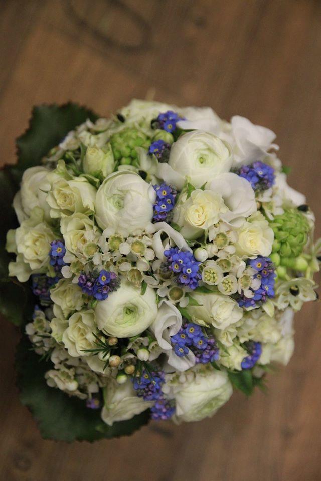 Brautstrauss In Blau Weiss Mit Vergissmeinnicht Und Ranunkeln