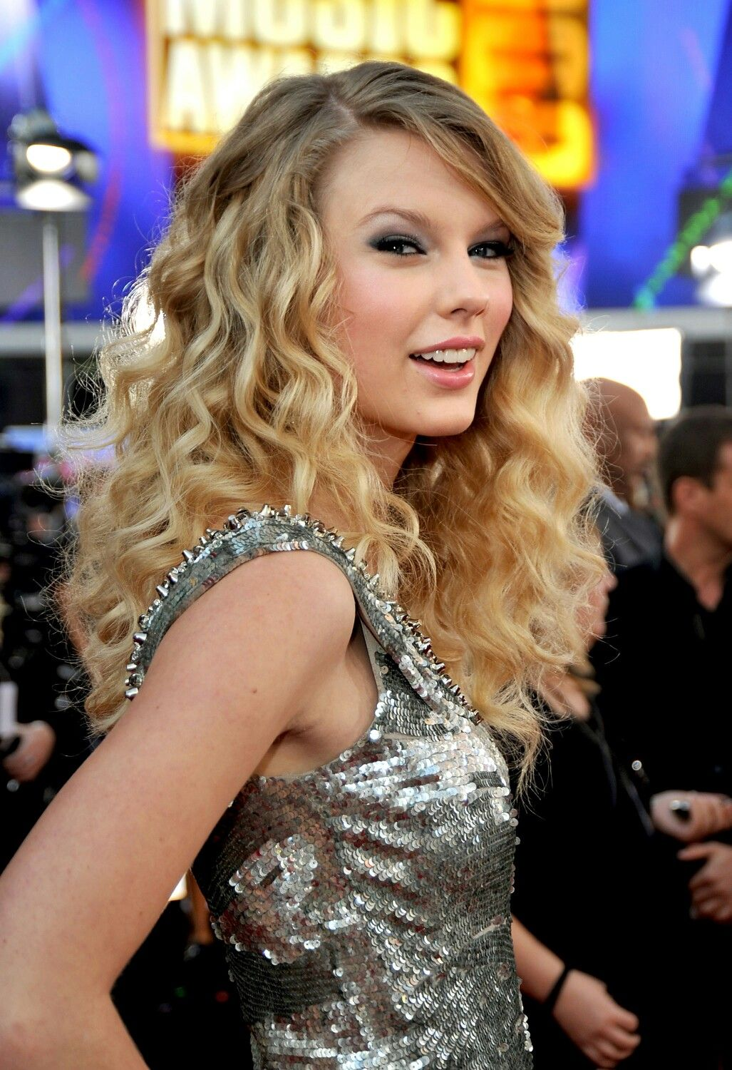 Taylor Swift...   Curls ❤