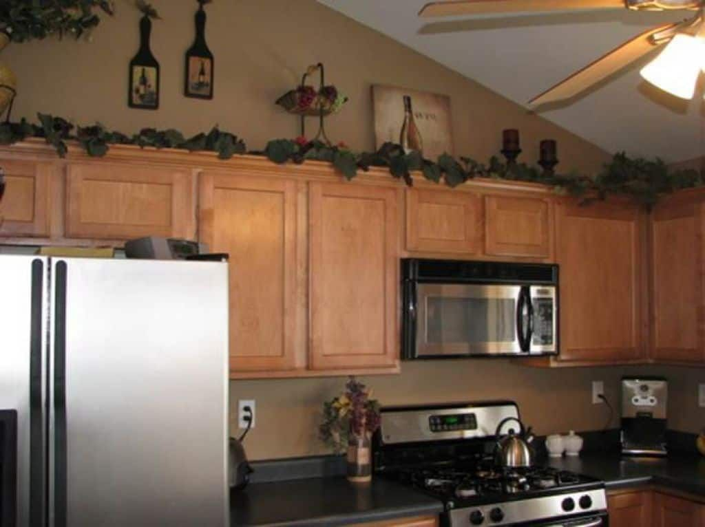 Kitchen Decorated With Wine Theme Accessories And Using Modern Appliances Decorate Your Kitchen Wit Wine Decor Kitchen Wine Theme Kitchen Grape Kitchen Decor