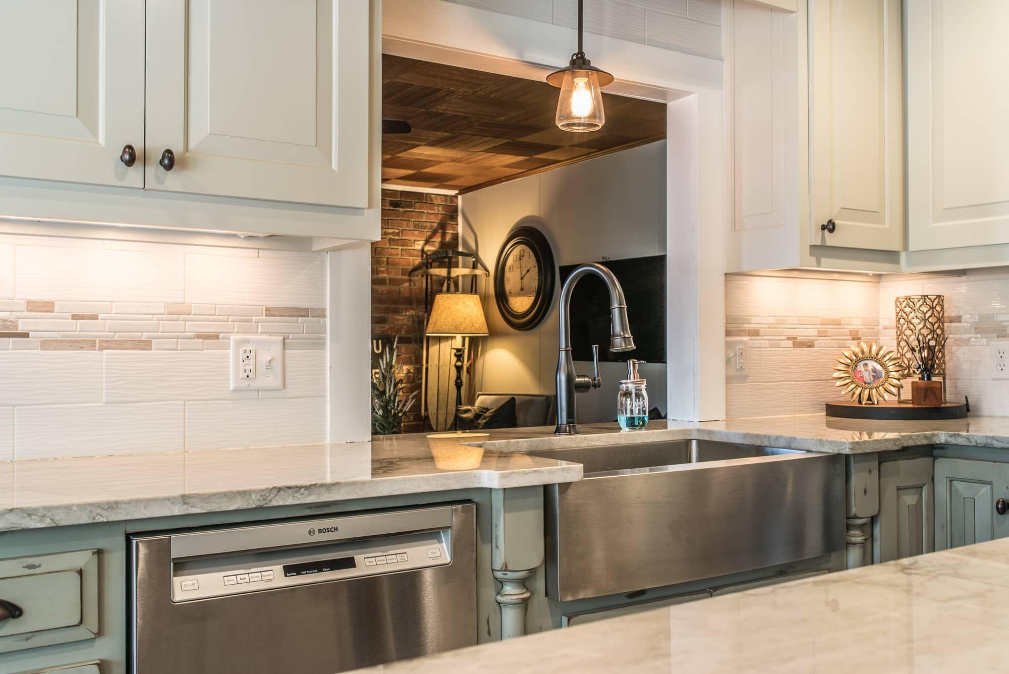 Quartzite Kitchen Countertops Sea Pearl Springfield Mo East Coast Granite Tile 8 In 2020 Kitchen Countertops Replacing Kitchen Countertops Kitchen Tools Design