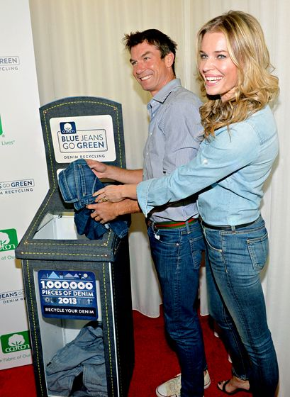 The Denim Duo Rebecca Romijn and Jerry O'Connell bid adieu to some old jeans at Cotton Incorporated's Blue Jeans Go Green denim-recycling ev...