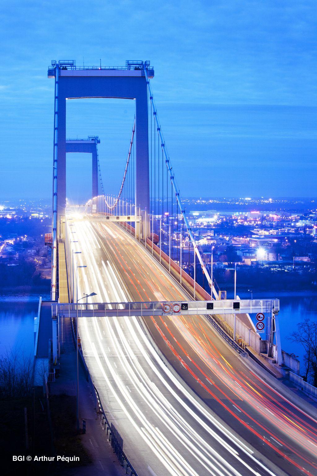 Pont D Aquitaine A La Tombee De La Nuit Bordeaux En France Pont D Aquitaine Aquitaine