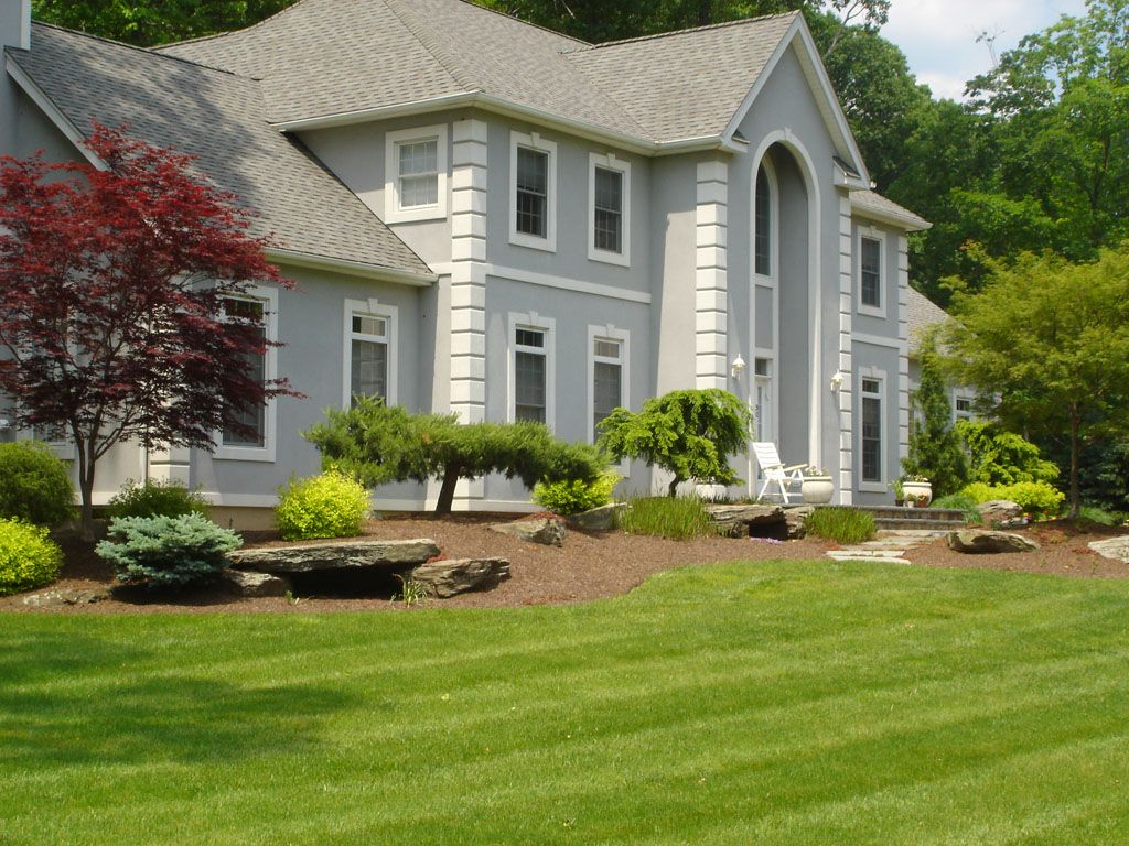Front of house landscape in montebello rockland county for Colonial landscape design