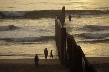 Us Mexico Border Fence Goes Into The Sea Faith Hope Love And - Us sea border map
