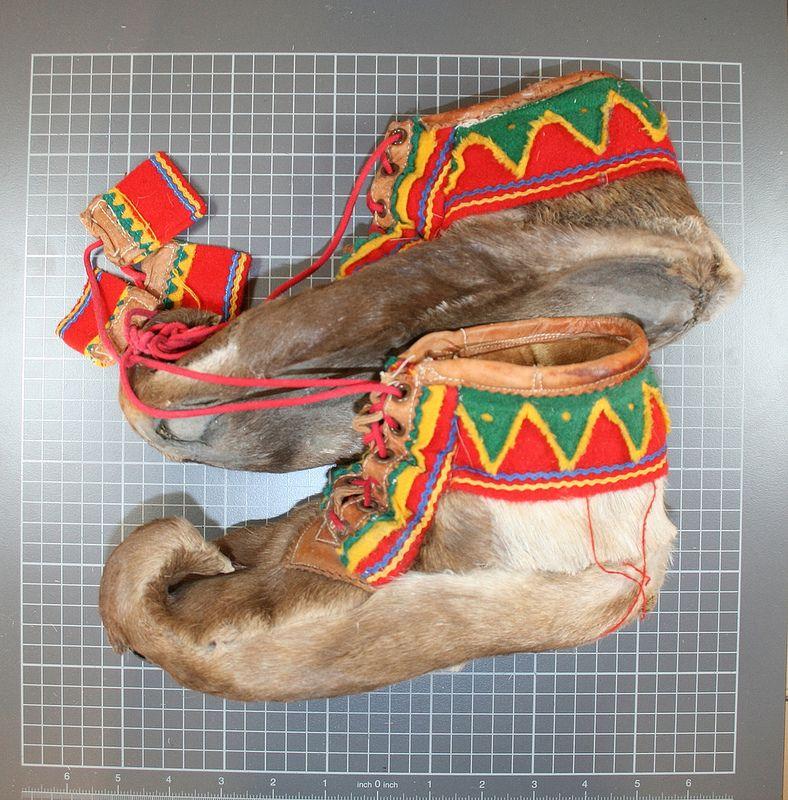 Nuvttohat. Korte skallar med snøring. Traditional Sami fur shoes (reindeer skin). | Flickr - Photo Sharing!