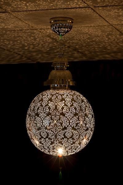 Suspension luminaire boule en cuivre d cor de motifs for Luminaire suspension boule