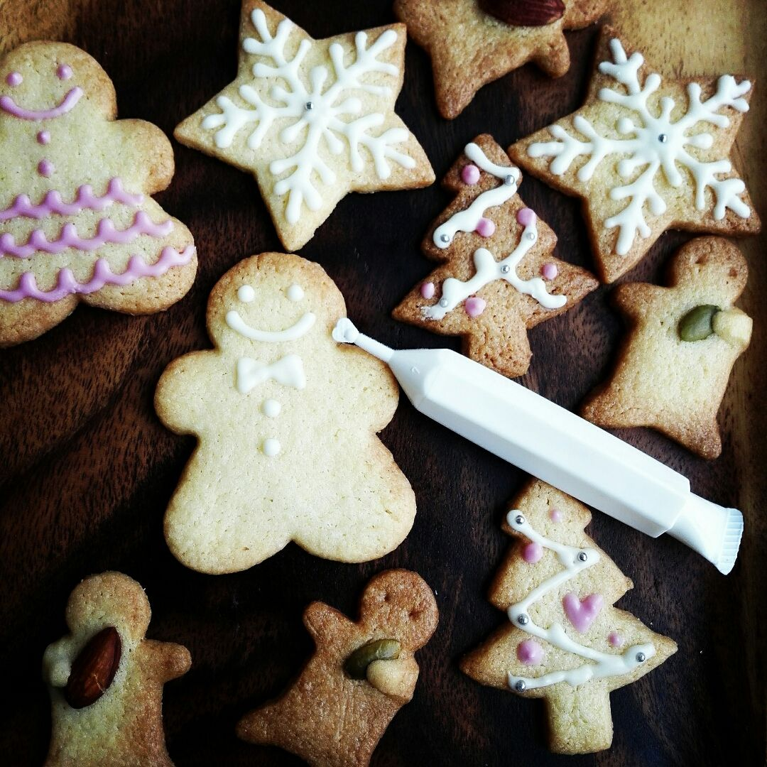 クリスマスといえばクッキー作り♪ 可愛くお絵かきしてツリーのオーナメンドにも♪