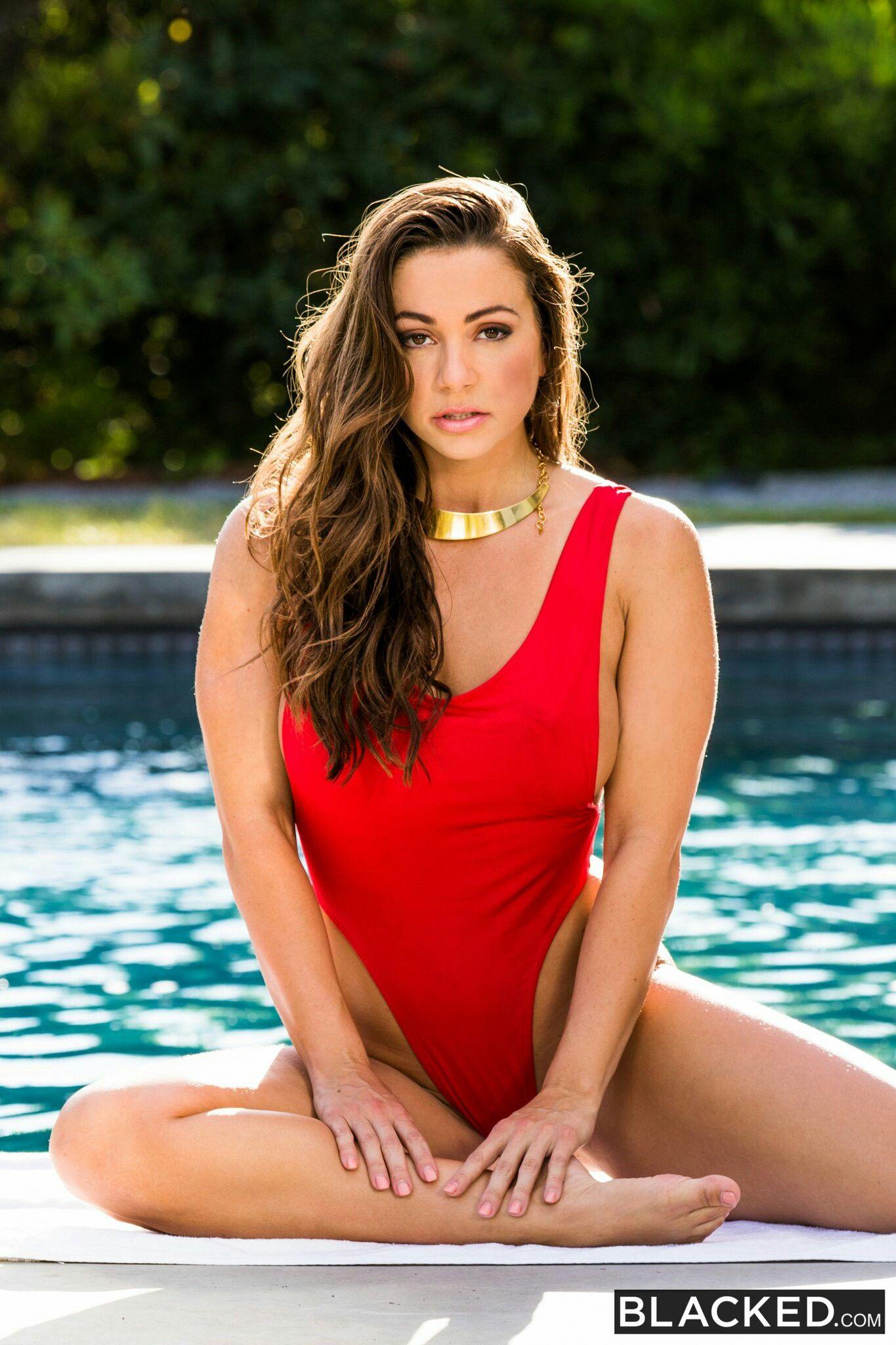 ff6d897beb186 Sexy Abigail Mac