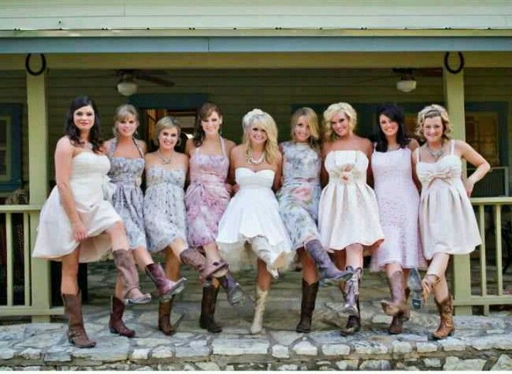 Blake shelton and Miranda lambert wedding, Such a CUTE photo of her and her bridesmaids <3