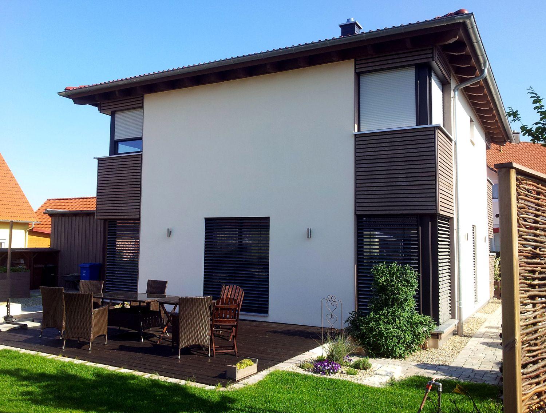 Einfamilienhaus neubau modern holz  Einfamilienhaus modern Holzhaus Pultdach Holzfassade | efficiento ...