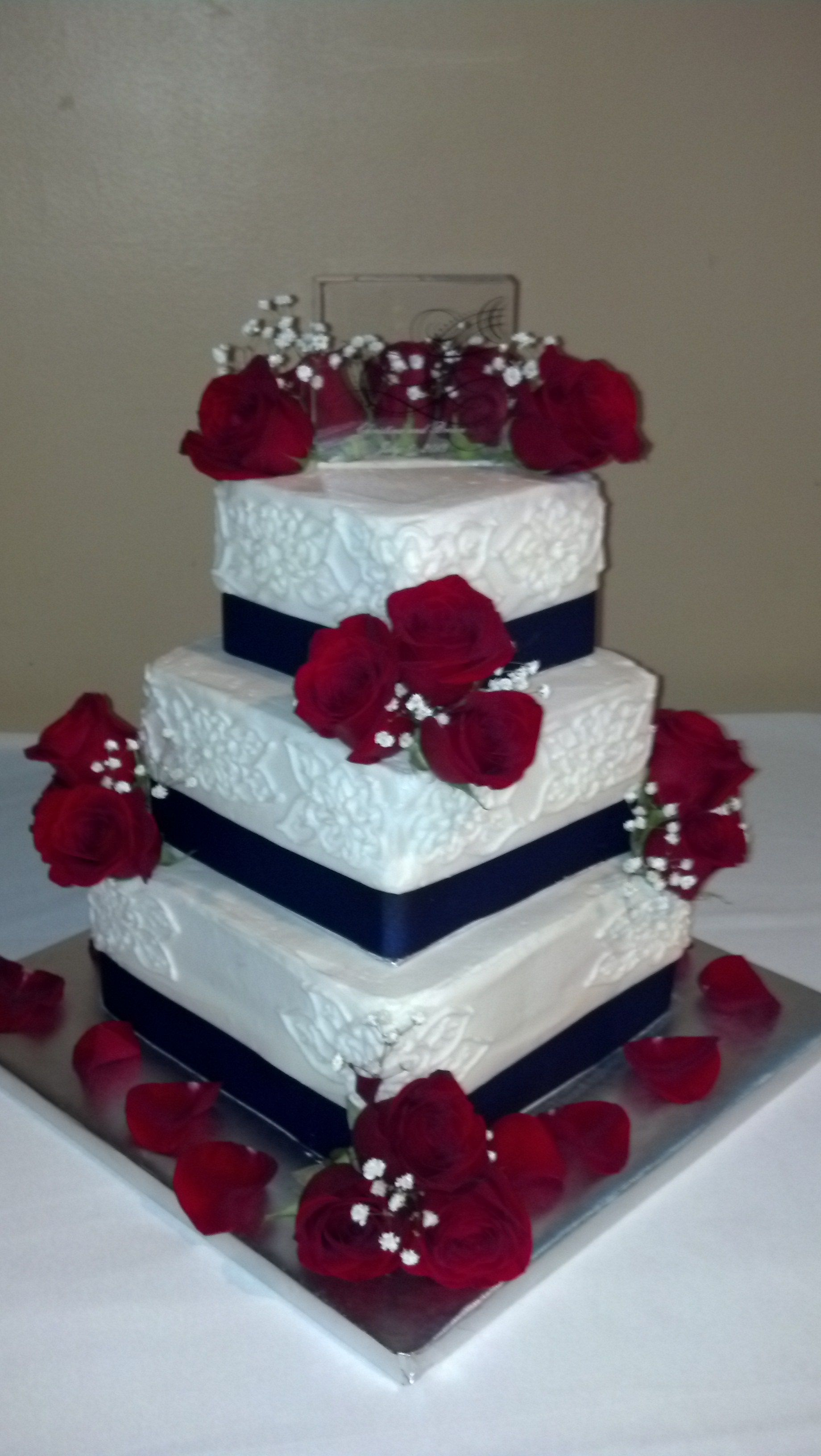 Three tier patriotic wedding cake with red roses
