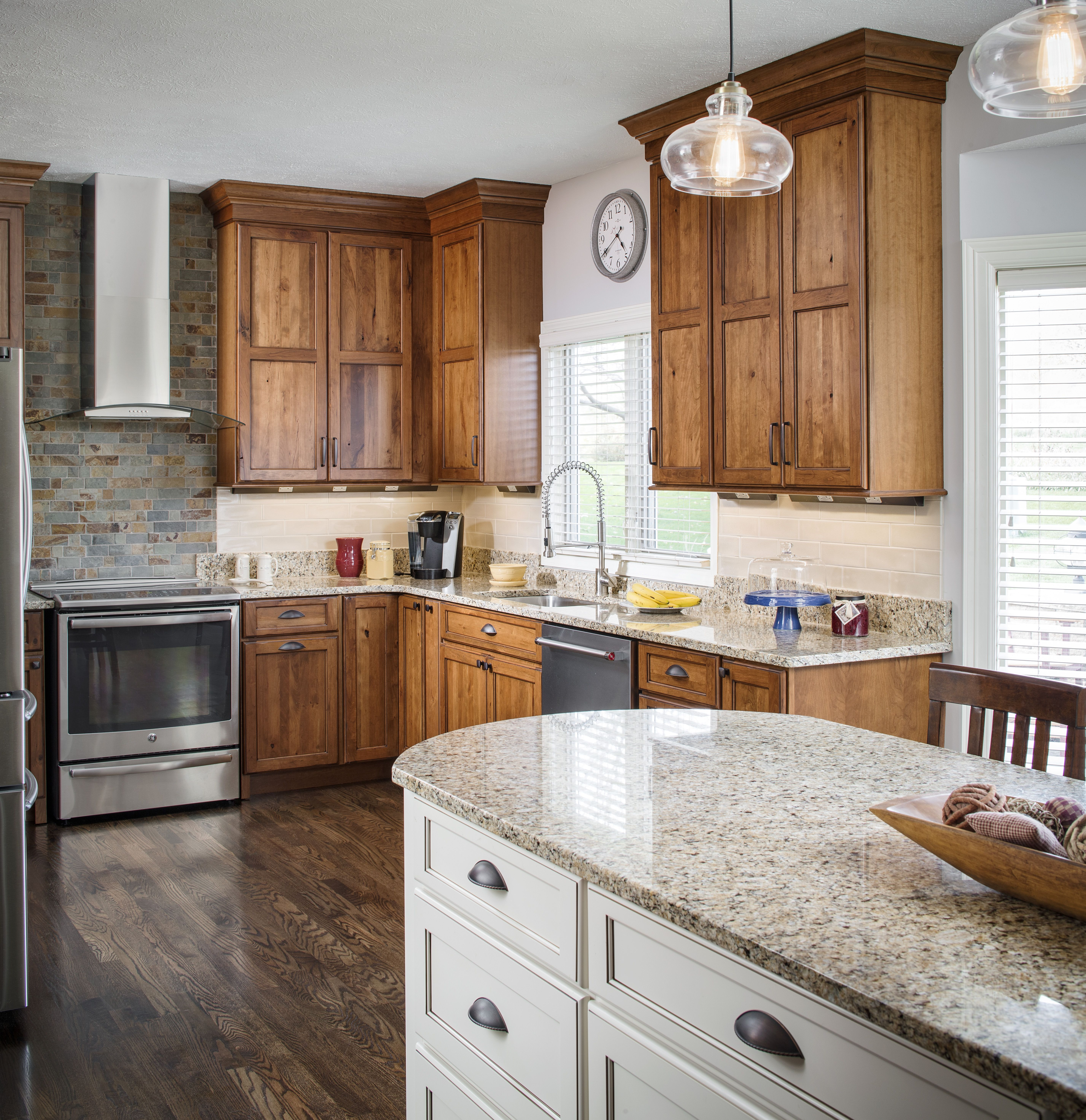 Contrasting Island And Kitchen Cabinets That Go All The Way To The Ceiling Kitchen Cabinets Quality Kitchen Cabinets Kitchen Cabinets And Countertops