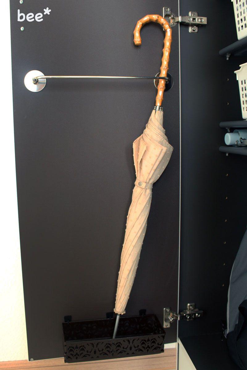 狭い玄関の収納アイデア おしゃれに靴やスリッパ 傘立てを整理